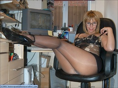 Businesswomen having sexy break - Sexy Women in Lingerie - Picture 2