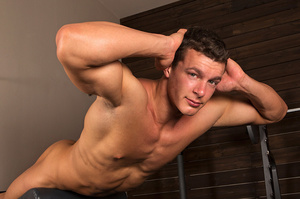 Sexy muscular guy adores demonstrating h - XXX Dessert - Picture 5