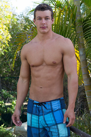 Sexy muscular guy adores demonstrating h - XXX Dessert - Picture 18
