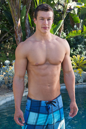 Sexy muscular guy adores demonstrating h - XXX Dessert - Picture 20