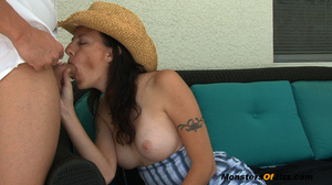 Vacation MILF Jerks Waiter - SEXY 30 something Hayden is enjoying a few days away from the family at an all inclusive resort. Ahhhh the quiet life... The college boy waiter brings her another drink, but she has no money for a tip! What can she do? She tip - XXXonXXX - Pic 5