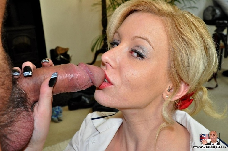 Short hair milf sucking dick