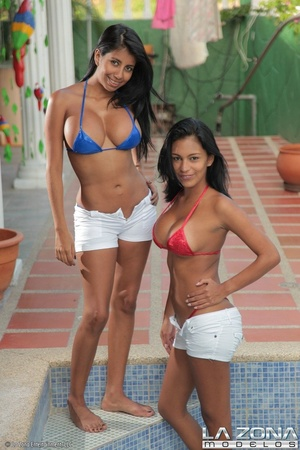 Two very hot slim models in bikini pose  - XXX Dessert - Picture 2