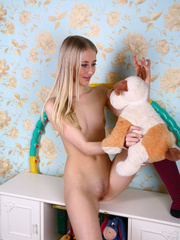 Teen blondie takes off her clothes to pose nude in - XXXonXXX - Pic 17