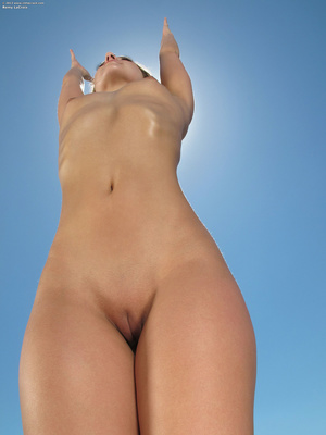 Alluring sporty bitch shows how flexible - XXX Dessert - Picture 16