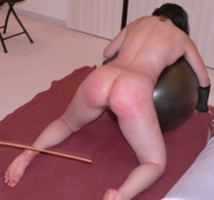 Teen chick getting flogged while drilled by fucking machine - XXXonXXX - Pic 3