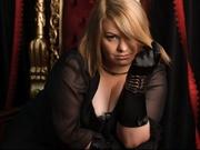 blonde ladyelvira willing perform