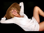 blonde anna willing perform