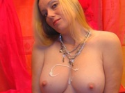 blonde ladyisabelle willing perform