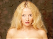 blonde laradutch willing perform