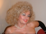 blonde vanessa willing perform