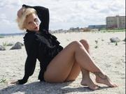 blonde beverlygold willing perform