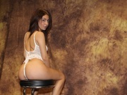 brunette anabelle willing perform
