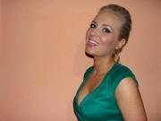 blonde larisa willing perform