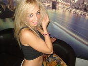 blonde loradaisy willing perform
