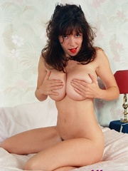 Diana Wynn, big tits UK page 3 girl, nude - XXX Dessert - Picture 13