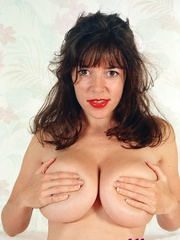 Diana Wynn, big tits UK page 3 girl, nude - XXX Dessert - Picture 14