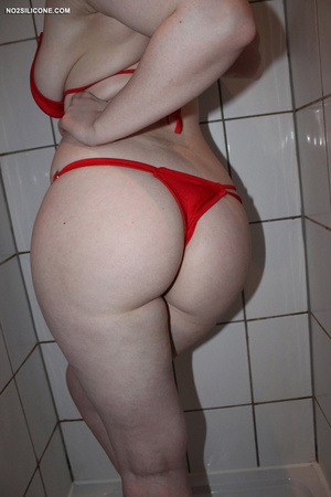 Red haired slender cute chick in bath wa - XXX Dessert - Picture 2