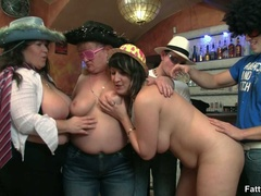 Triple action as three fat chicks get nude in bar to - Picture 6