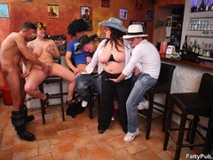 BBW sex action as three fat kinky chicks enjoy sex party - Picture 10