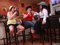 Three guys join three horny fat chicks drinking in bar - Picture 1