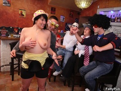 Three guys join three horny fat chicks drinking in bar - Picture 4