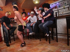 Three guys join three horny fat chicks drinking in bar - Picture 5