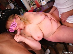 Three fat chicks who know how to have fun party wild - Picture 15