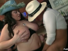 Fleshy babe in hat sucking cock and getting her tight - Picture 2