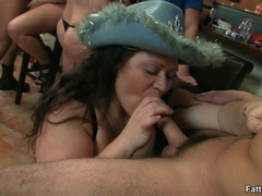 Fleshy babe in hat sucking cock and getting her tight - Picture 3