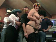 Kinky fat babe gets nude in bar and kneels to suck cock - Picture 7