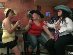 Three fat chicks in bar joined by three guys for BBW - Picture 1