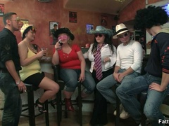 Three fat chicks in bar joined by three guys for BBW - Picture 2