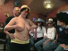 Three fat chicks in bar joined by three guys for BBW - Picture 4