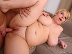 Lucky guy sucks big tits before fat babe sucks his cock - Picture 14