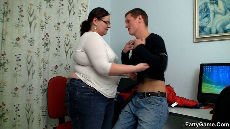 Fat horny lady sucks cock hungrily before hot banging as - Picture 3