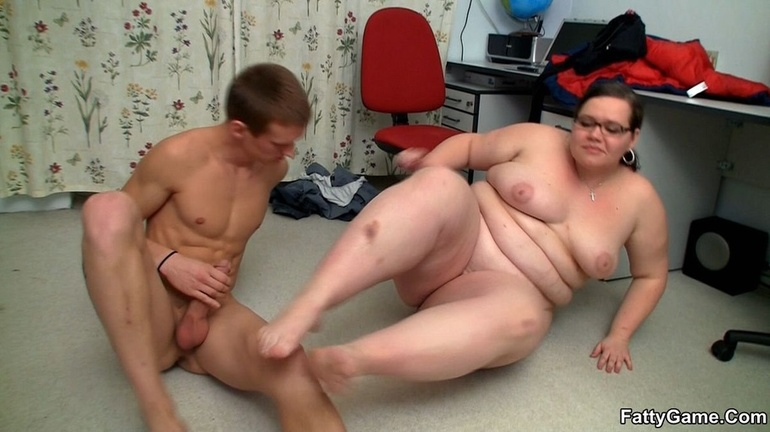 Fat horny lady sucks cock hungrily before hot banging as - Picture 8