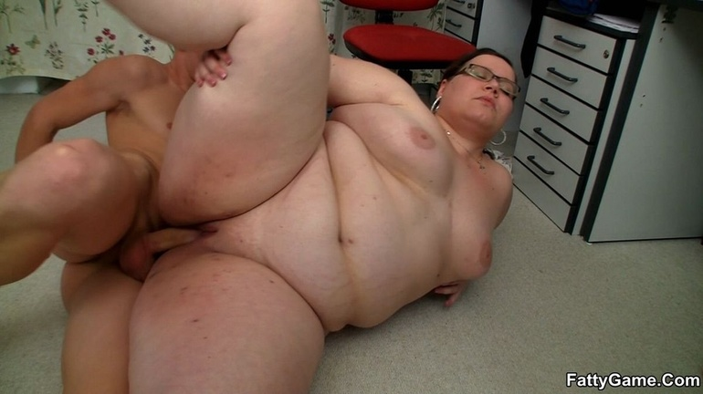 Fat horny lady sucks cock hungrily before hot banging as - Picture 10