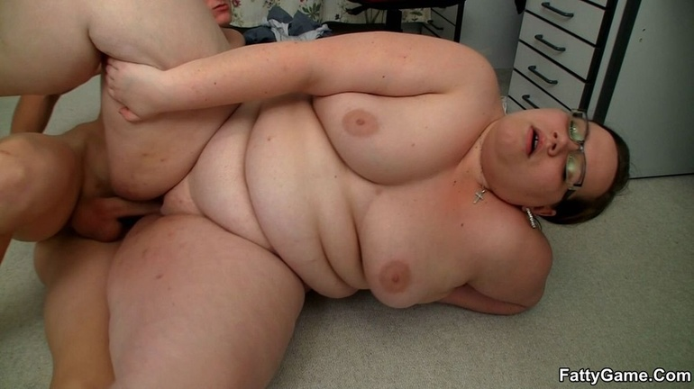 Fat horny lady sucks cock hungrily before hot banging as - Picture 12