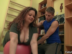 Fat chick drops exercises for cock sucking as trainer - Picture 3