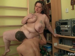 Fat chick drops exercises for cock sucking as trainer - Picture 8