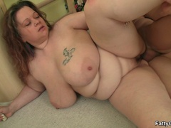 Fat chick drops exercises for cock sucking as trainer - Picture 12