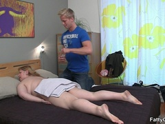 Masseur massaging horny fat chick ends up shooting cum - Picture 4