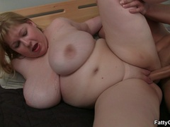 Masseur massaging horny fat chick ends up shooting cum - Picture 10