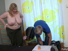 Slutty masseur glad to be sucked by fat babe before - Picture 2