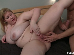 Slutty masseur glad to be sucked by fat babe before - Picture 12