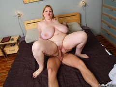 Fleshy chick invites masseur and gets down to cock and - Picture 11
