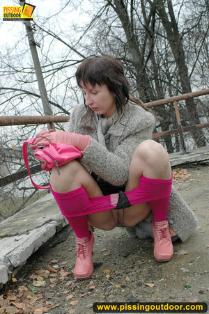 Girl in bright shows no shame as she bends to show pussy and pee right on the road - XXXonXXX - Pic 4