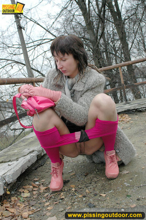 Girl in bright shows no shame as she bends to show pussy and pee right on the road - XXXonXXX - Pic 5