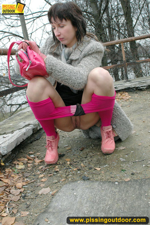 Girl in bright shows no shame as she bends to show pussy and pee right on the road - XXXonXXX - Pic 6
